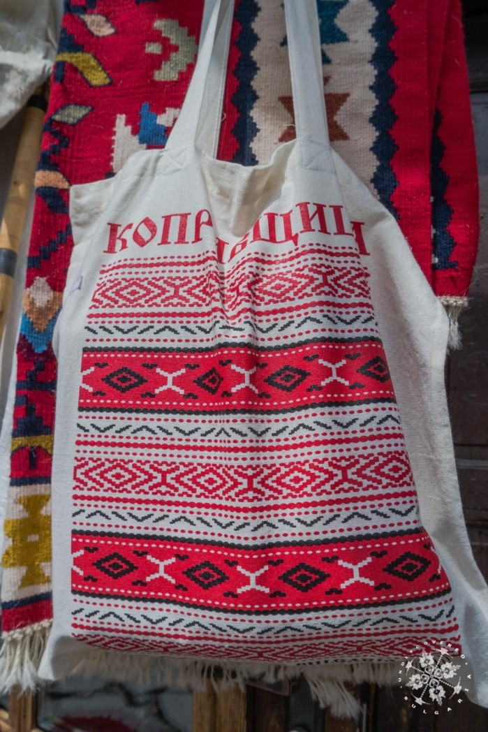 Bulgaria_Traditional_Clothes1